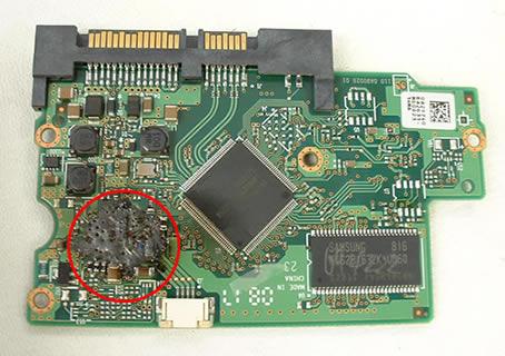 scheda elettronica hard disk PCB danneggiata